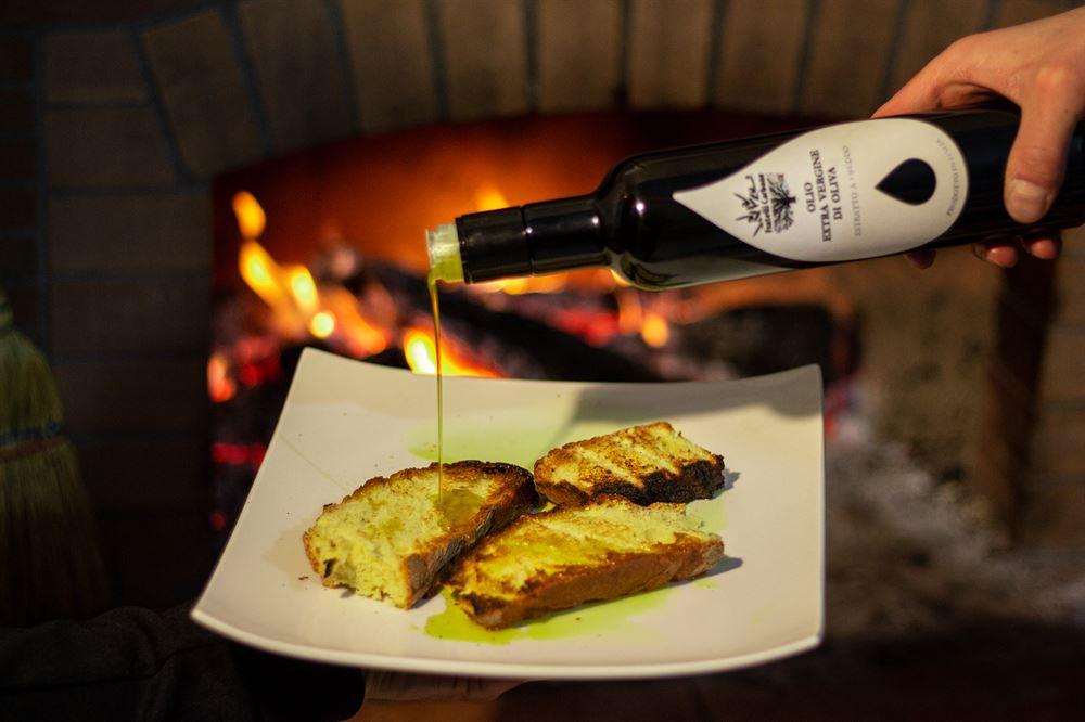 Conservazione olio extravergine di oliva: Bruschetta con olio extravergine di oliva Fratelli Carbone