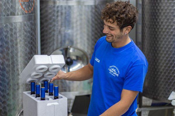 confezione con coperchio vino aglianico merlot fratelli carbone