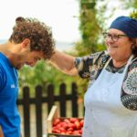 donna carmela e i pomodori con luca mestolo in testa