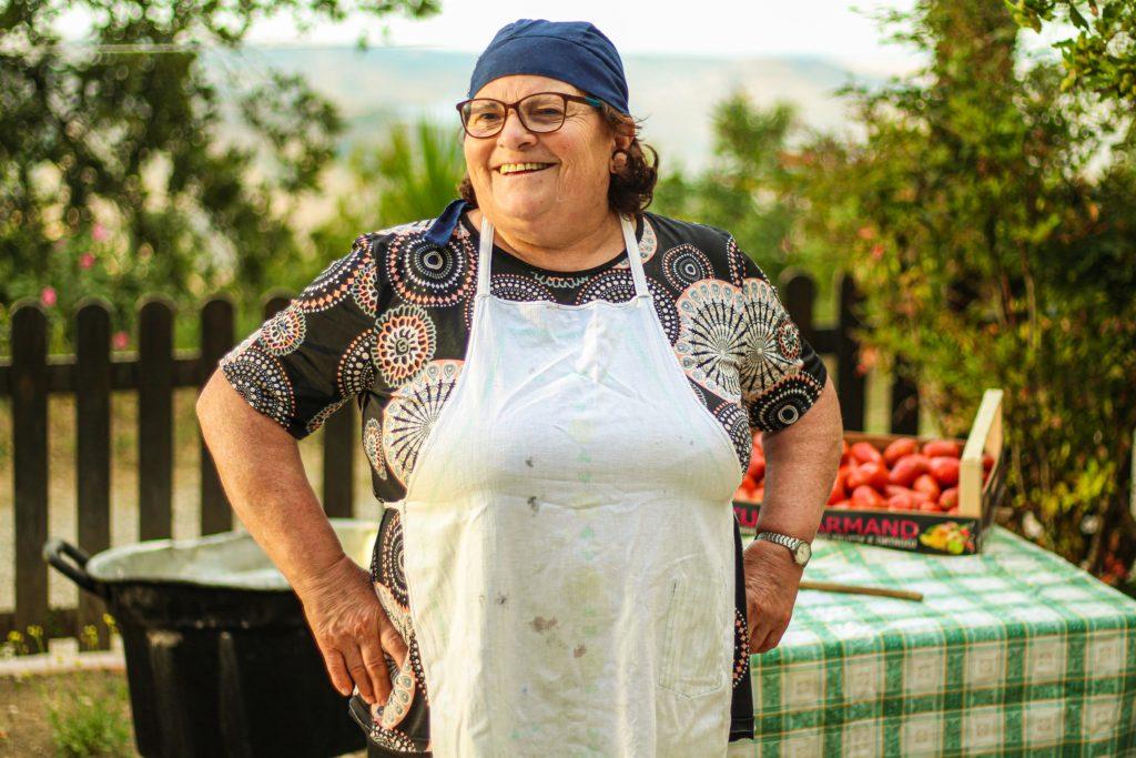 Donna Carmela la dispensa della nonna lucana. donna carmela che sorride