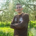 Dall'olivo all'olio | La mignolatura Antonio nell'uliveto